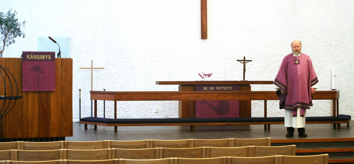 Violetti sarja Pitäjänmäen kirkkoon