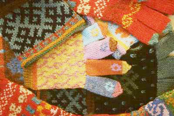 Neulottuja sormikkaita, 1999
